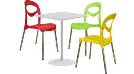 Пластиковые столы и стулья для летнего кафе
