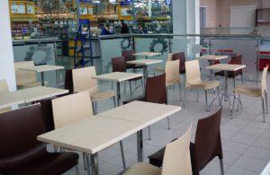 Пластиковый стул РИЧ в кафе
