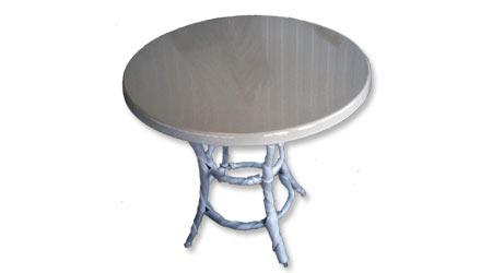 круглый стол на металлических ножках